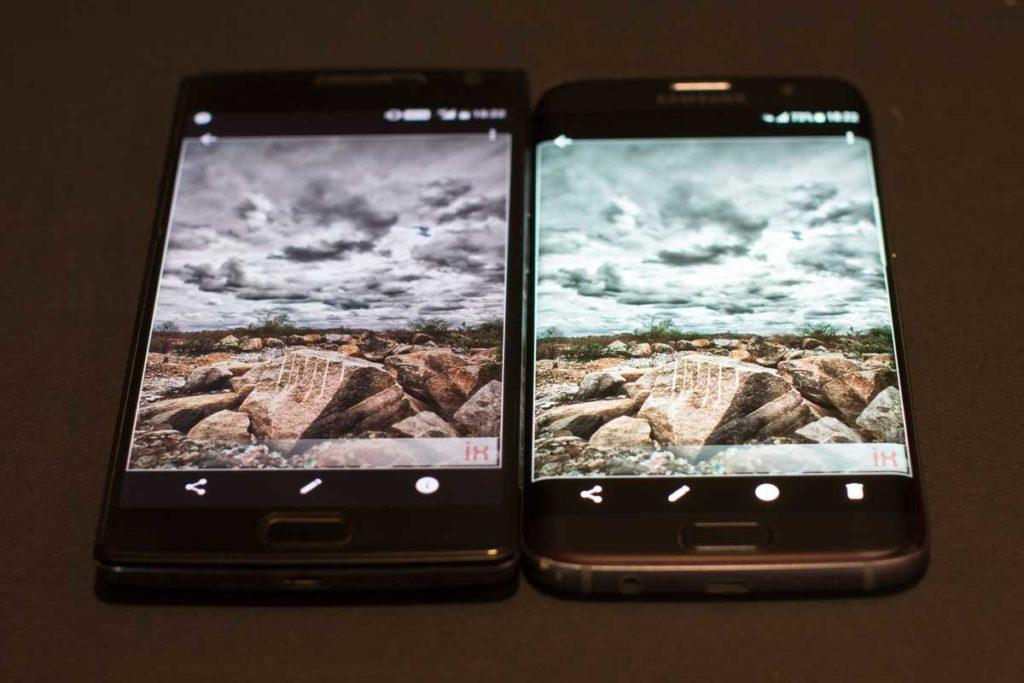 OnePlus 2 IPS Display on the left, Samsung Galaxy S7 edge AMOLED on the right